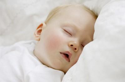 """刚出生的宝宝睡眠有""""时差"""""""