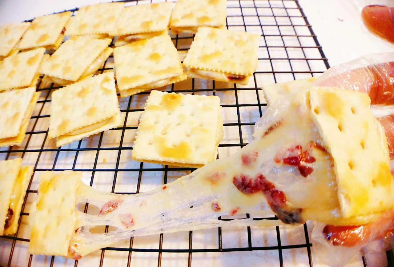 深夜学着做一波最近火爆的蔓越莓牛扎饼干,不需要烤箱简单易学