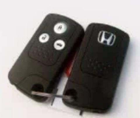 6/17日上午丢失钥匙一串,含有本田车黑色钥匙一把,两把门锁,指甲剪,掏耳勺,红色爱心模样挂饰。