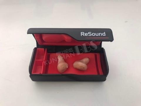 聋哑人佩戴的耳朵助听器(黑盒子装的一对)