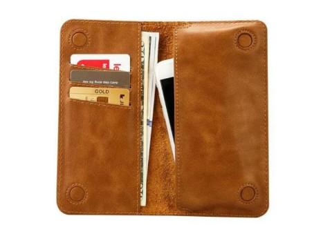 一个长方形棕色的钱包,里有二三百块钱,身份证、驾驶证、银行卡等证件。有好心人帮忙捡到非常感谢。