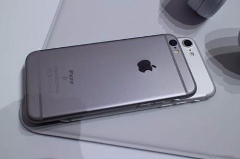 手机丢失:iPhone8plus 银色 带有透明手机壳