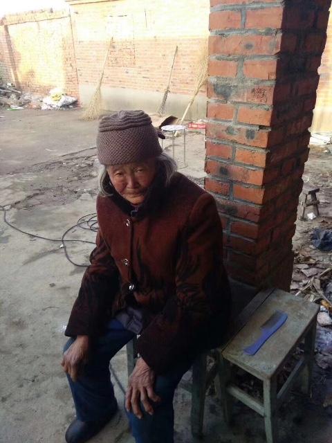 图中女性是我朋友奶奶,中午十一点多在昆山蓬朗蓬曦园A1区走丢,请蓬朗的朋友帮忙留意,看到了请帮忙留住