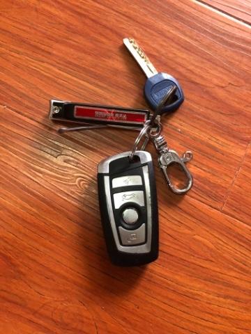 在前进东路黄埔公园公共自行车上拾到一把汽车钥匙