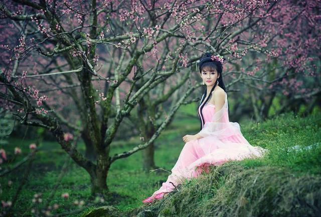 清纯美少女梦入花海的飘逸