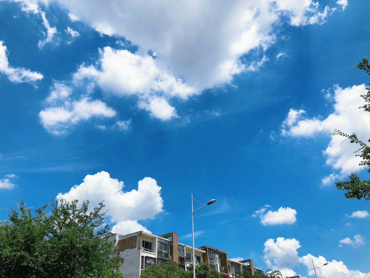 今天的天空格外美丽!