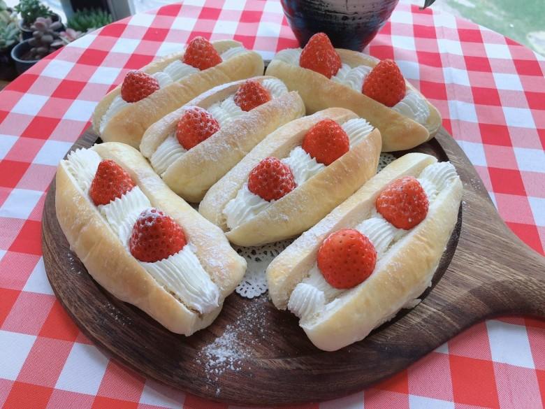 草莓甜心小面包