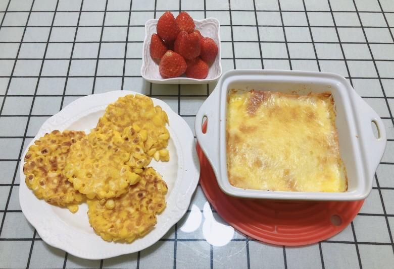 今天早餐:芝士焗红薯,玉米小饼。
