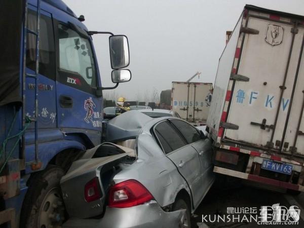 京台高速山东段120辆车连环追尾,已致7死35伤,惨烈的一塌糊涂 汽车之友